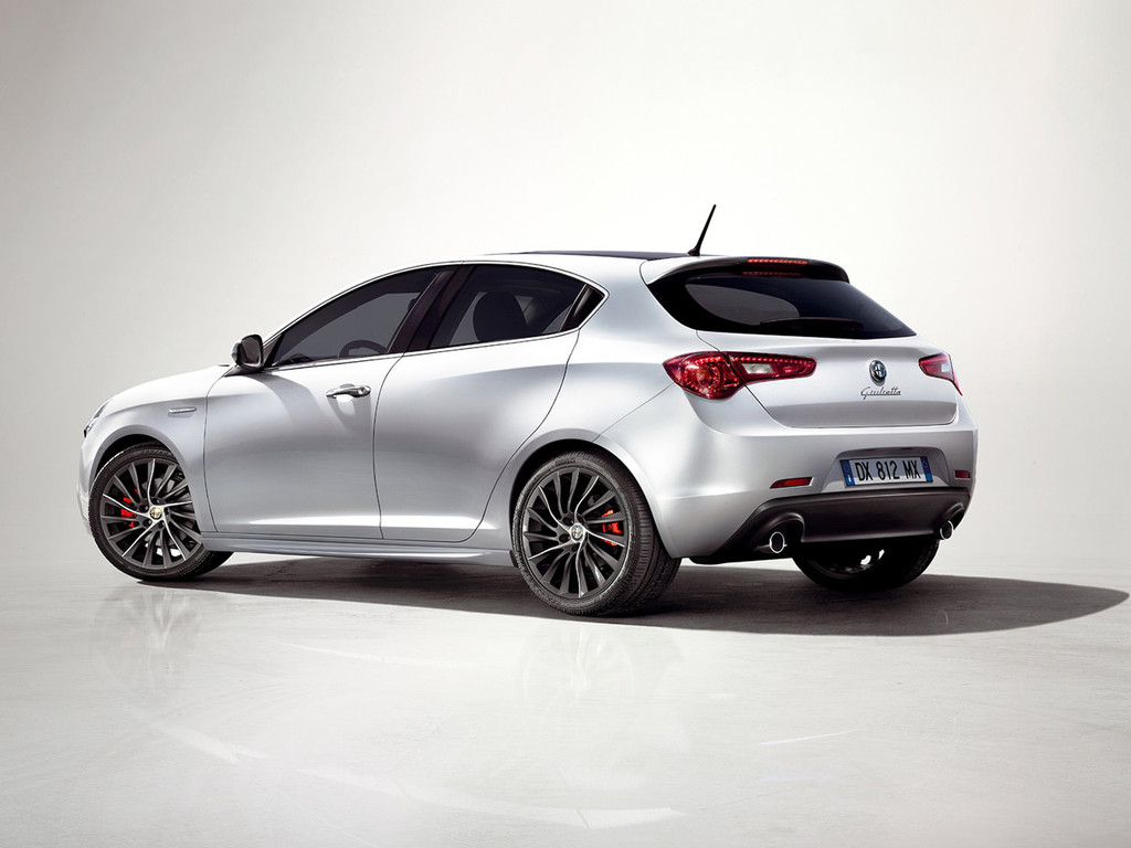 2013 alfa romeo giulietta topismag com. Black Bedroom Furniture Sets. Home Design Ideas