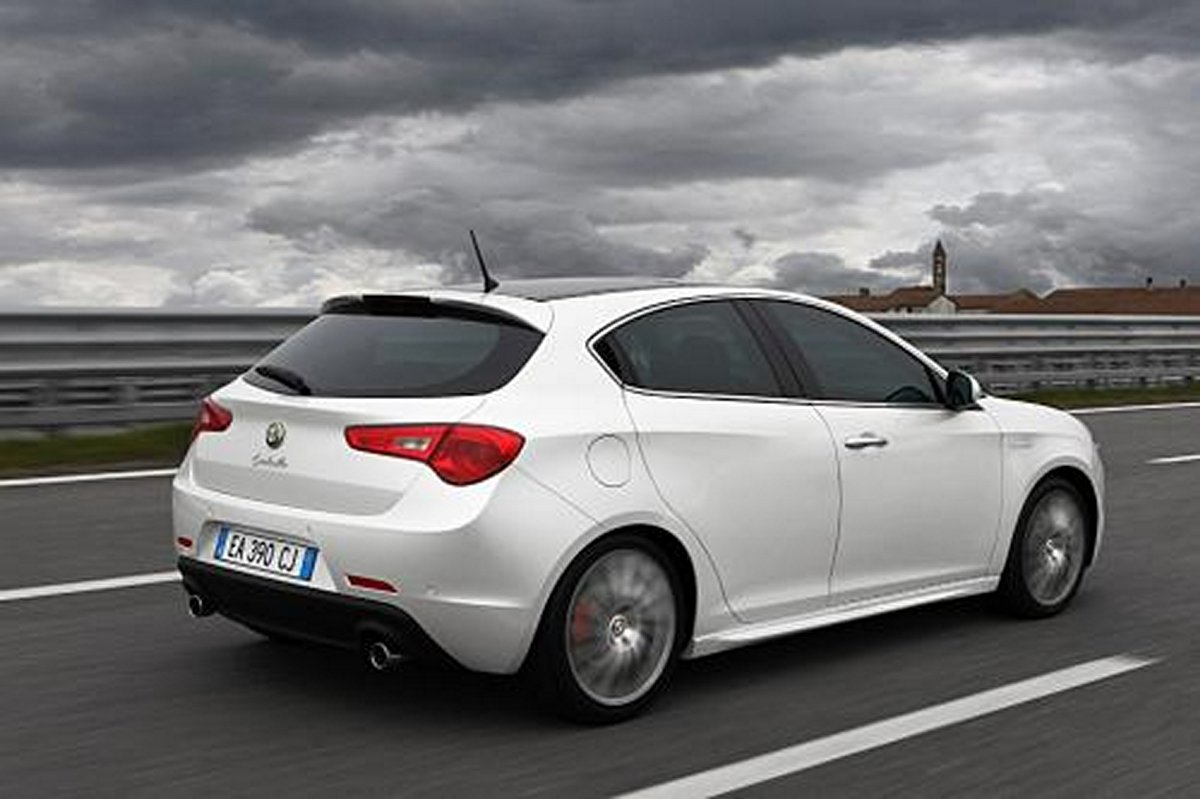 2013 Alfa Romeo USA Photos