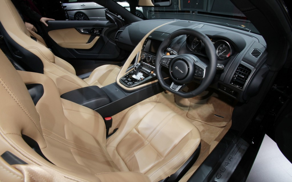 2014 Jaguar X-Type Interior